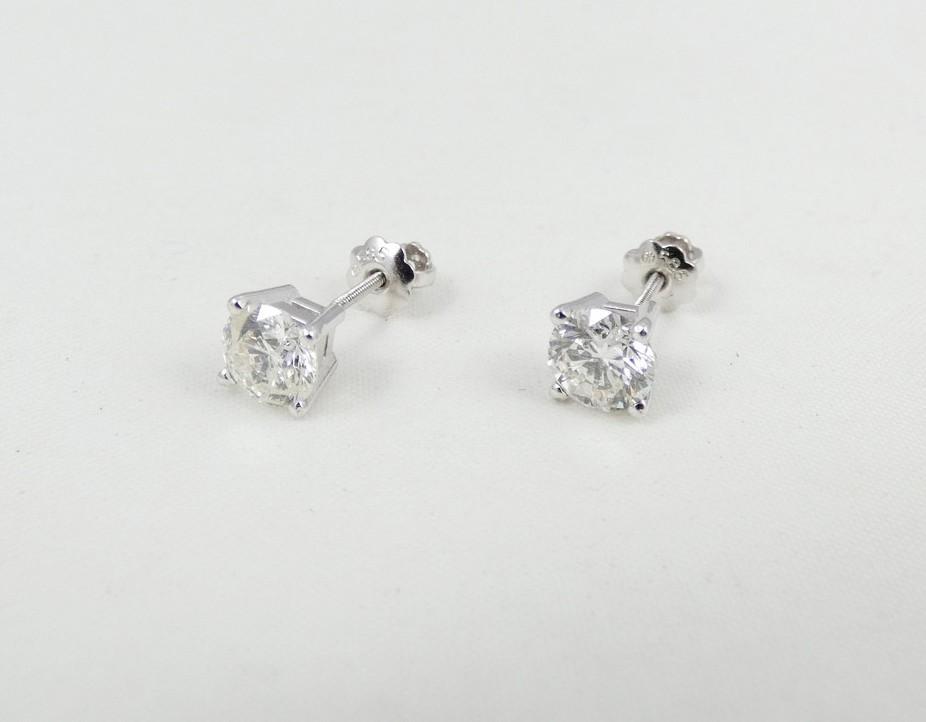 PAIR DIAMOND STUD EARRINGS