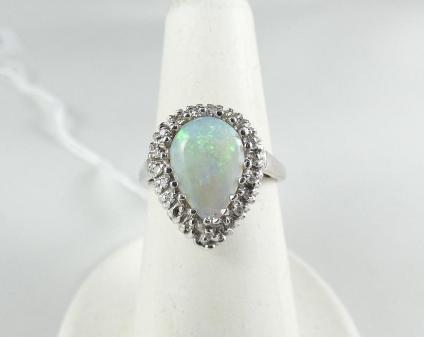 VALUABLE OPAL RING