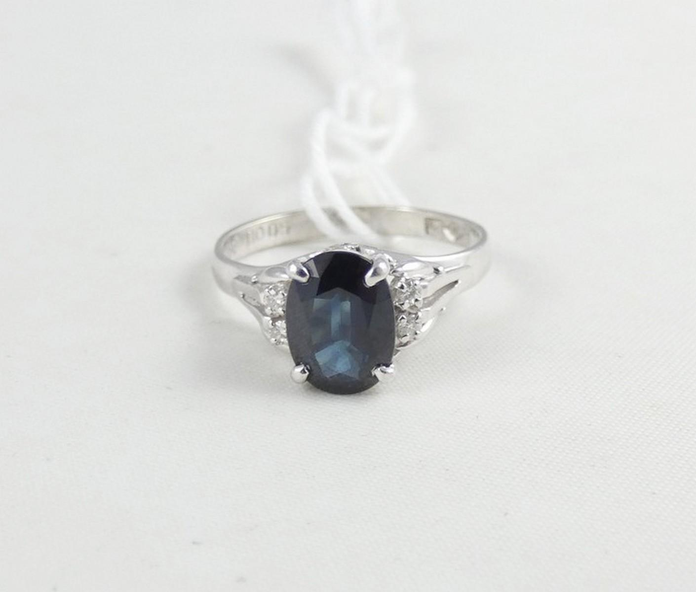 VALUABLE SAPPHIRE RING