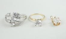 SET SIX PEDESTAL CUPS