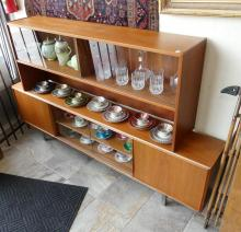 MEDIEVAL STYLE SETTEE