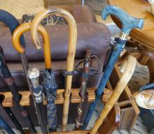 KETTLE AND MIXING BOWL